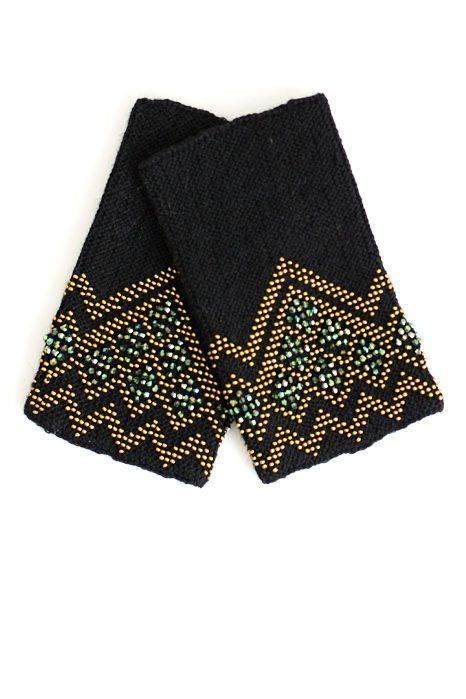 juodos spalvos riešinės su žalsvos spalvos karoliukais