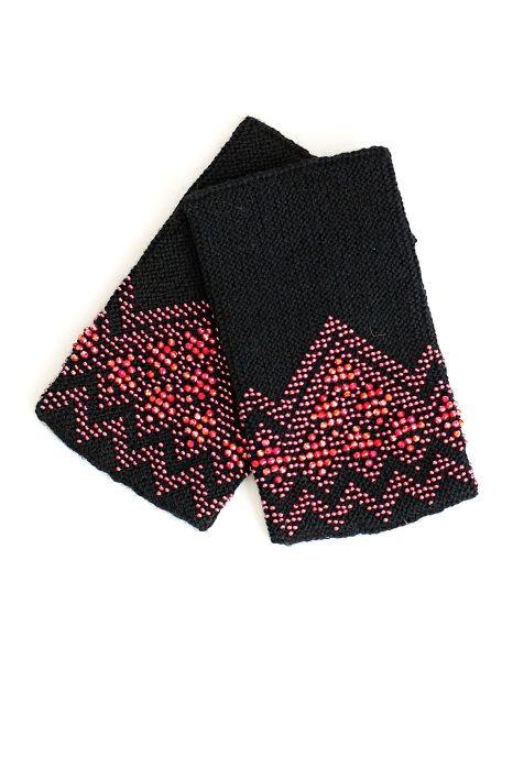juodos spalvos riešinės su perlamutriniais rožinės spalvos karoliukais