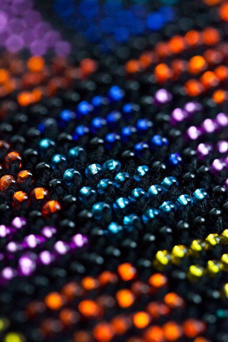 Rankinė spalvos iš arti