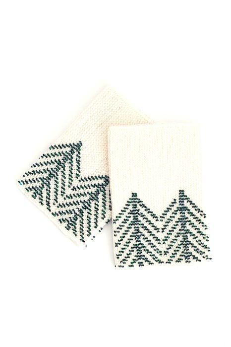 Megztos riešinės Eglutės baltos su žaliais karoliukais