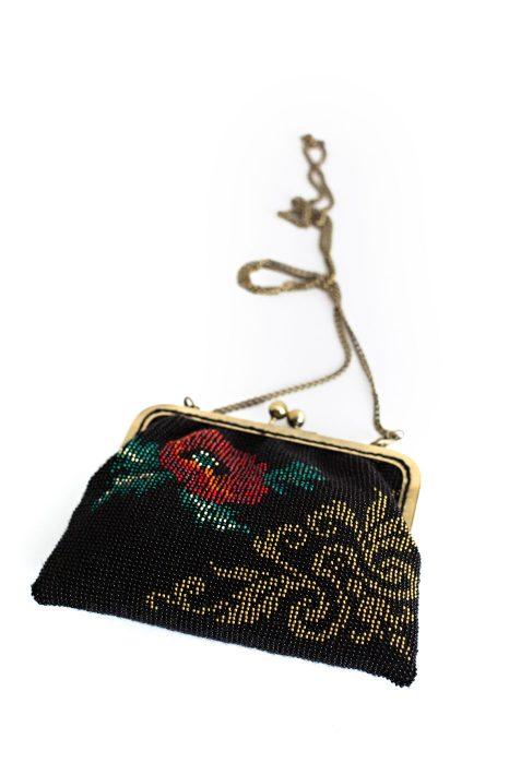 Rankinė megzta rankomis su karoliukais Vintažas - originali dovana mamai